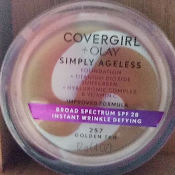 COVERGIRL Other - Covergirl + Play Simply Ageless Foundation